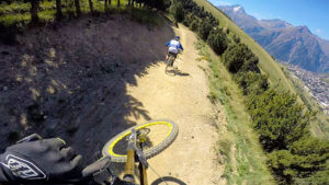 bike-patrollers-trail-les-2-alpes-bike-park-photo-HD