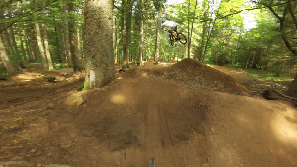 r-line-variation-lac-blanc-bike-park-france-photo-1-HD